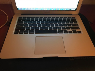 Macbook Air 13 Inch, En Muy Buen Estado Con Funda.