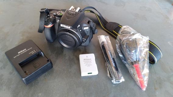 Nikon D5600 + Kit Limpeza + Carregador + Bateria
