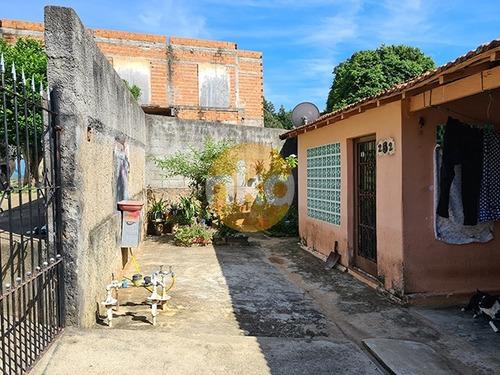 Imagem 1 de 8 de Terreno À Venda C/ 2 Casas E Quintal Grande.