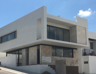 Preciosa Casa Estilo Contemporáneo, Ubicada En Zibata Qro.