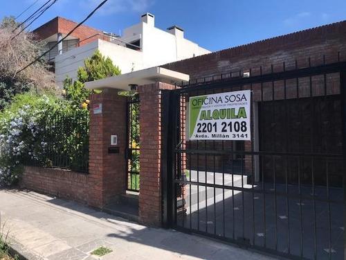 Hermosa Casa Con Garaje Y Fondo Verde, Zona De Colegios