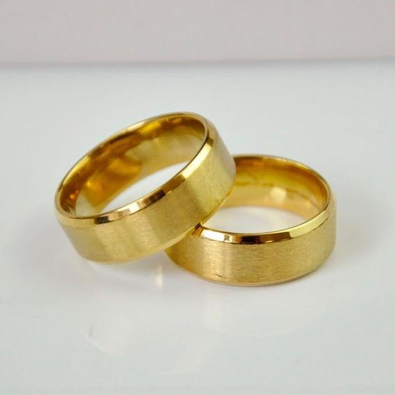 Par De Aliança Aço De Titanio Chanfrada Banhado A Ouro