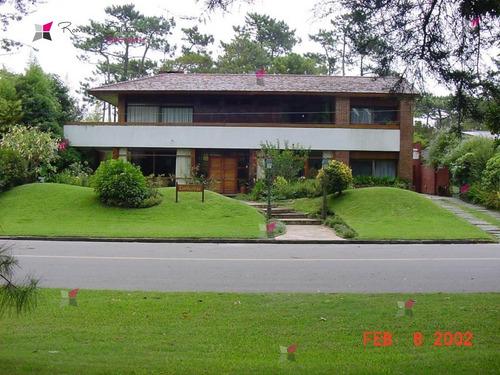 Casa En Mansa, 5 Dormitorios *- Ref: 7424