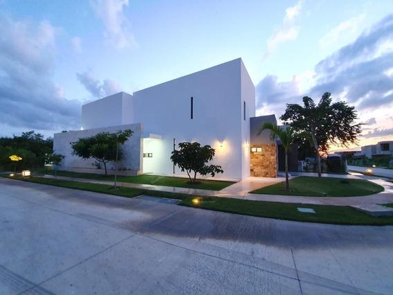 Lujosa Residencia Privada Oasis Yucatán Country Club.
