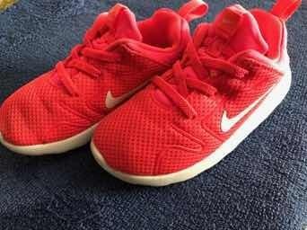 Zapatillas De Niña Nike Talle 27