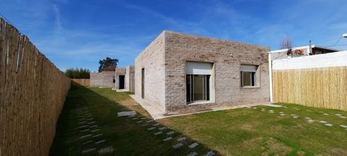 Imagen 1 de 13 de Construimos Su Casa 49 M2, Ladrillo Y Plancha 2 Dormitorios