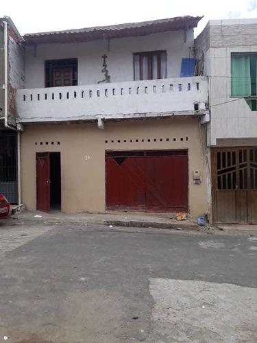 Imagem 1 de 10 de Casa  / 3 Quartos /2 Banheiros, 2 Andar- Troca Ou Vende