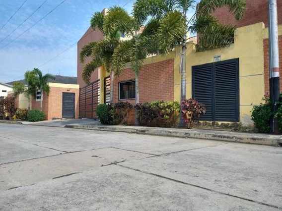 Townhouse En Venta Manantial Naguanagua 20-11818 Ab