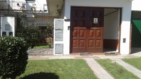 Casa 4 Ambientes , 2 Baños , Garaje