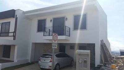 Inmueble Con 2 Apartamentos En Condominio Terrafé