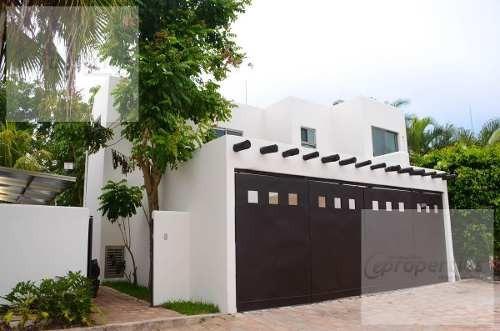 Casa En Venta En Residencial Ceiba Real Frente Colegio Alexander Cancún