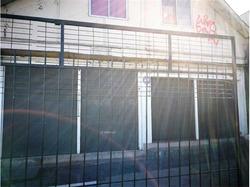 2 Locales En Esquina + Departamento En 2° Piso.... Para Remodelar!!