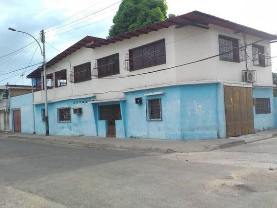 Casa Con Anexo En Venta Urb 23 De Enero- Maracay 21-7902hcc