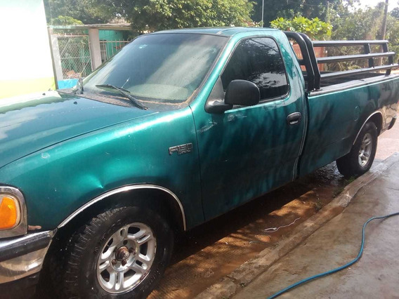 Ford Lobo F150 , Verde Con Tubos Negros . Motor 4.6 . 8 Cili