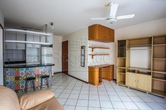 Apartamento A Venda No Bairro Trindade Em Florianopolis - V-79425