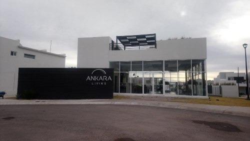 Hermosa Casa En Fraccionamiento Privado, Con Casa Club Con Alberca, Gimnasio Y Salon Social. En Zona