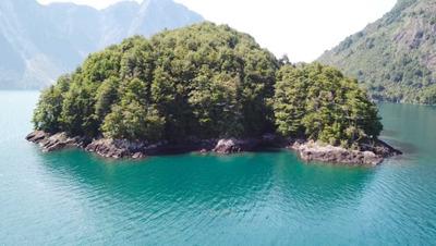 Isla En Lago Yelcho, Comuna De Chaiten.