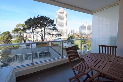 Apartamento En Brava, 1 Dormitorios *- Ref: 2855