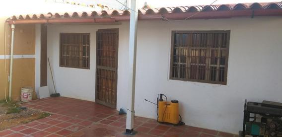 Disponible Casa En Venta Puerta Maraven 19-16979