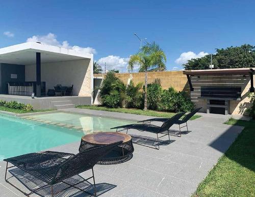 Casa En Venta, Estrenar,  2 Niveles, Roof Top, 3 Recamaras A 2 Km De La Playa En Playa Del Carmen