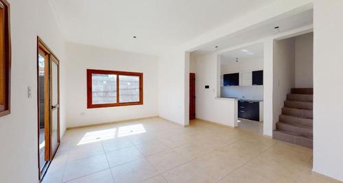 Imagen 1 de 24 de Duplex Venta 2 Dormitorios, 2 Baños Y Terreno 100 Mts 2 - Manuel B Gonnet