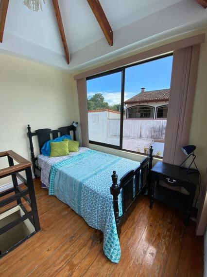 Habitación En Casa Con Zonas Para Compartir