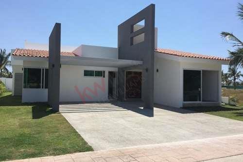 Casa En Renta En Exclusivo Residencial Los Tigres Con Roof Garden Y Alberca Propia. A 5 Minutos De La Playa