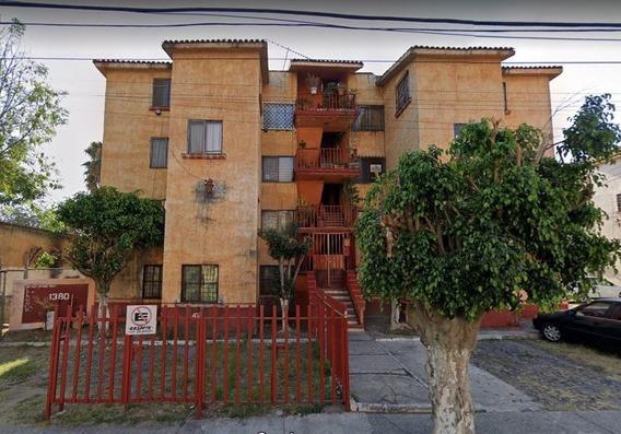 Br Departamento En Venta En Silvano Barba Glz 1380, Los Laur