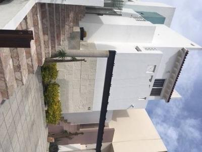Casa En Hermoso Fraccionamiento Cumbres Del Cimatario
