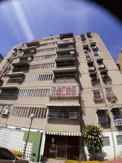 Apartamento En Urb. La Montaña, Turmero, Maracay.