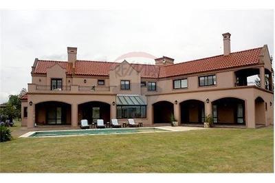 Casa De 5 Ambientes / Club De Golf San Eliseo