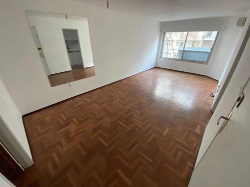 Pocitos: 2 Dormitorios, 2 Baños Y Garaje: Usd 210.000