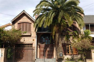 Hermosa Casa En Haedo Con Pileta, Quincho, Cocheras Y Sauna