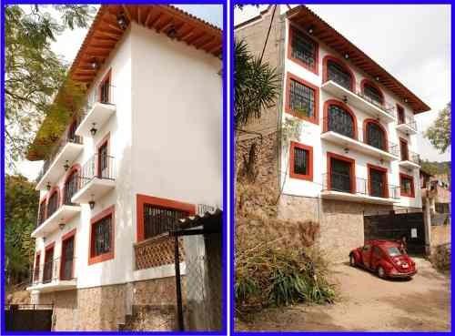 Se Encuentra En El Barrio De Ahuacatitlán, Municipio De Taxco Guerrero.descripción:en El 1er Piso Se Encuentra Un Amplio Salón De Usos Múltiples Con Dos Baños Completos Y Pisos De Porcelanato.en