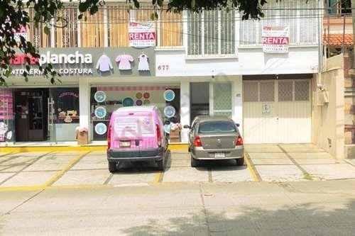 Amplia Oficina, Con División, En Avenida Teopanzolco