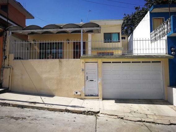 Casa De 3 Recamaras , Estudio, Cuarto De Lavado, Patio, Asad