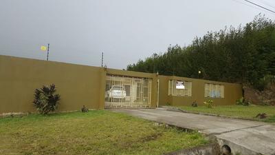 Moderna Casa Con Extenso Terreno !!! Coronado Ganga !!!