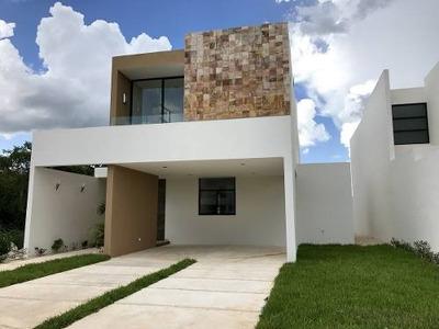 Hermosa Residencia En Privada Parque Central, Mérida, Yucatán.
