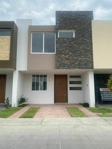 Imagen 1 de 16 de Hermosa Casa En La Rua #138