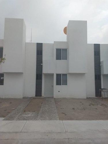 Vendo Casa En Fontana, 3 Recamaras, Privada Con Alberca