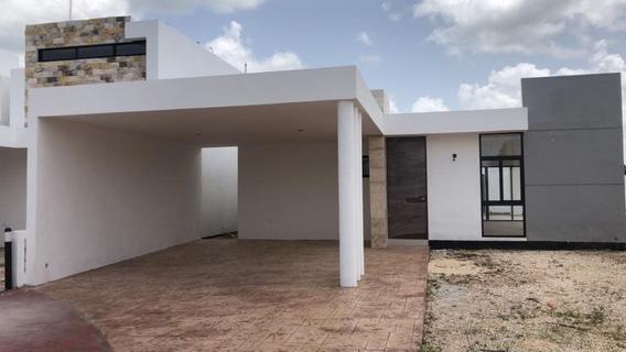 Casa En Venta De 1 Planta En Mérida, Entrega Inmediata, Privada Botanico Mod 258