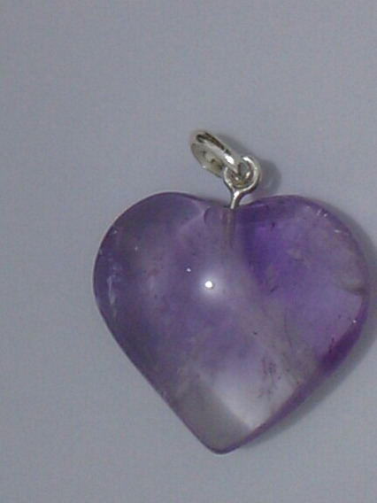 Um Pingente De Pedra Natural Com Lapidação Coração Consulte