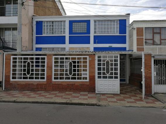 Casa De 300m2, 2 Plantas, 7 Habitaciones, 6 Baños, Lote 220m