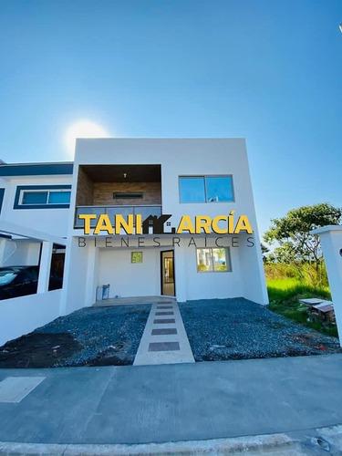 Imagen 1 de 7 de Vendo Casa Hermosa Y Nueva En Fraccionamiento Privado Fortin