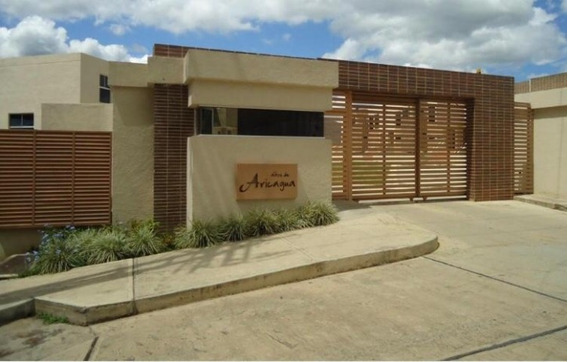 Vende Townhouse (obra Gris-pozo) Mañongo Cod.381201 Surmira