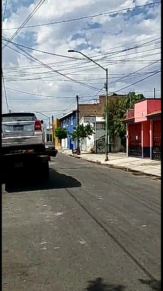 Casa De Tres Niveles, Servicios, Muchas Facilidades.