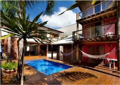 Linda Casa Localizada Na Praia Dos Amores Em Balneário Camboriú! - 899