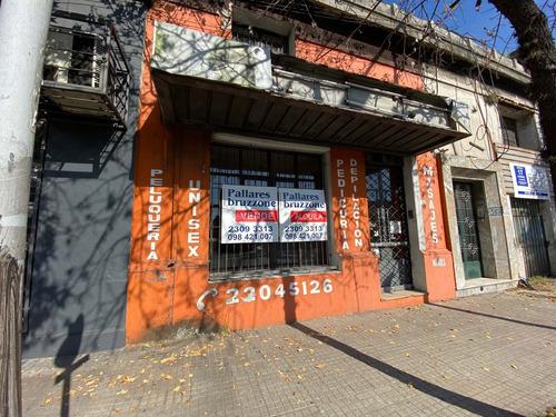 Local Comercial + Apartamento, Av. Agraciada Y Bv. Artigas