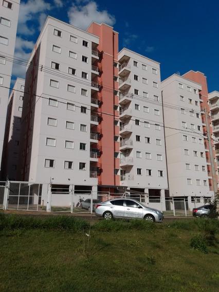 Apartamento Com Três Quartos E Um Banheiro