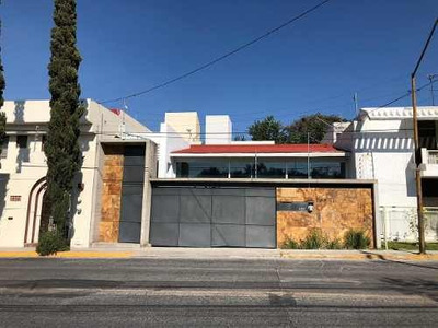 Casa En Venta En Colomos Providencia, Guadalajara